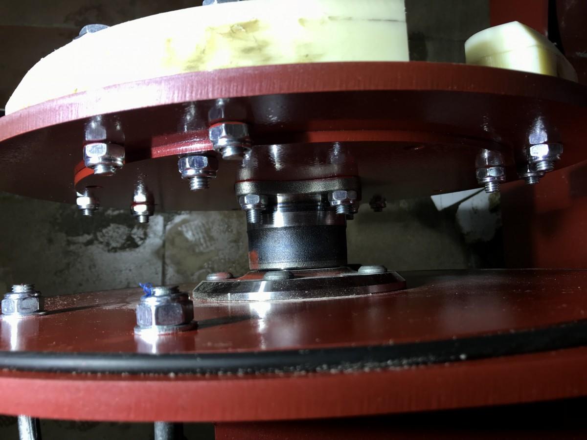 Передний вал центрифуги для отжима ковров